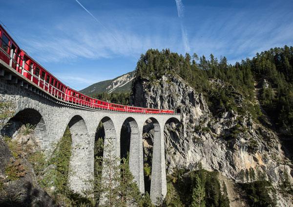 Ferrovia retica nel paesaggio dell'Albula e del Bernina